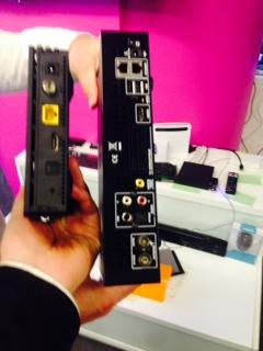 Connectique des box Bouygues, à gauche la nouvelle, à droite l'ancienne.