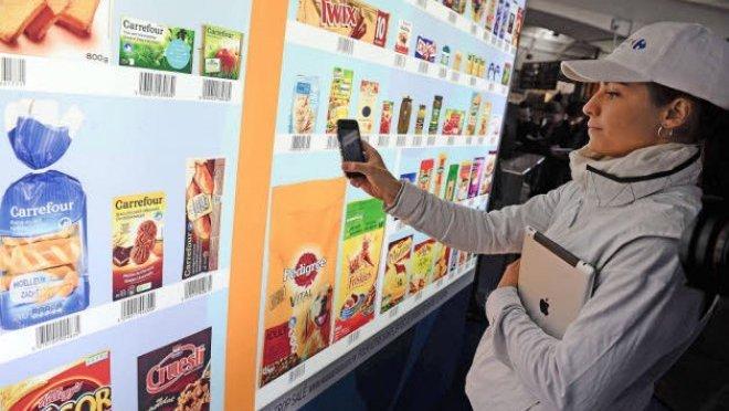 Mur digital chez Carrefour à Lyon